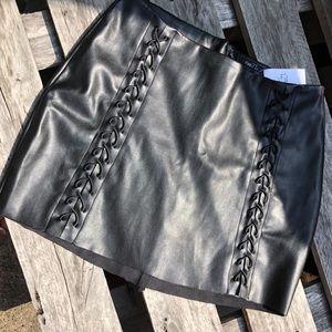 Black (fo)leather mini ♠️